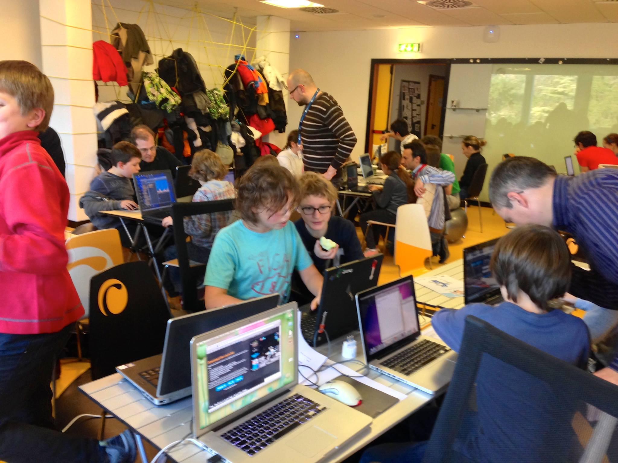 Ecco i nostri ninja in azione al Clab. Happy coding time!